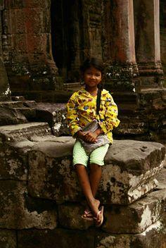 The Girl in the yellow dress | Cambodia | http://just-read-it.cz/nova-kamaradka-v-zlutych-satech/