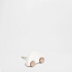 Heeft een doorlopende schroef met moer.<br> Afmetingen van de schroef zijn bij benadering: 4 cm lang en 4 mm doorsnee.<br> Afmeting van de knop ongeveer: