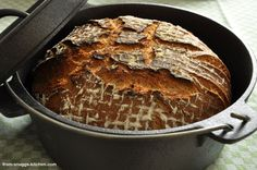 country bread from the dutch oven / landbrot aus dem gusseisernen topf