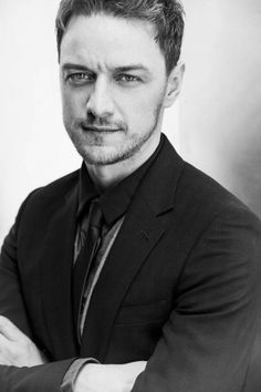 James McAvoy is a very great actor and a handsome man. Hot Actors, Actors & Actresses, Hollywood Actresses, James Mcavoy Michael Fassbender, Scottish Actors, Famous Faces, Perfect Man, Gorgeous Men, Beautiful People