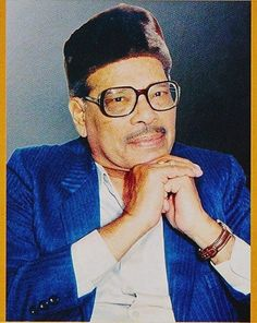Tribute to the master of melody, Manna Dey, on his death anniversary today. Legendary Singers, Famous Singers, Calming Pictures, Vintage Vignettes, Indian Music, Vintage Bollywood, Old Singers