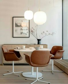 Dining room, round table