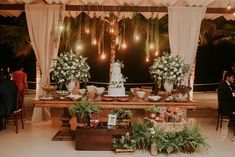 """""""Foi amor à primeira vista. Eu não conseguia parar de sorrir""""   Lívia + Daniel Wedding Goals, Boho Wedding, Rustic Wedding, Wedding Planning, Wedding Day, Wedding Things, Wedding Desert Table, Boho Backdrop, Pink Garden"""