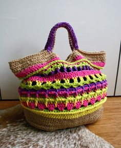 Market Bag Tote from Luz Patterns - Bright colors and a sturdy construction make this crochet bag pattern a hit!