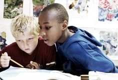 Særskilt språkopplæring Særskilt språkopplæring kan være særskilt norskopplæring, tospråklig fagopplæring og morsmålsopplæring. En elev kan få alle tre tiltakene, to av dem eller ett. Hva slags type særskilt språkopplæring eleven skal få tilbud om, må fattes i et enkeltvedtak.