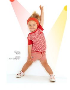 Dis Une Couleur Dis Une Couleur is a French children's brand and offers inspired fashion. Sports Day, Kids Sports, Retro Fashion, Kids Fashion, Fashion Vintage, Red Shirt, Elegant Outfit, Vintage Children, Little Ones