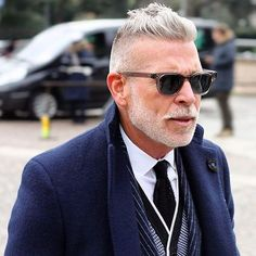 plazauomoBlue blue and blue! Nick Wooster looks both elegant and tough in an interesting combination. Not that easy! #plazauomo #mensstyle #bespoke #dapper #elegant #gentlemen #pitti #pittiuomo #italianstyle #plaza #fashionmagazine #oldmen #madeinitaly #worldoffashion #sprezza #menssuit #suitup #styleicon #overcoat #blueovercoat #bluecolour #suit#sprezzatura @nickwooster #nickwooster #winterclothing #Fashion