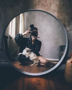 Self photography ideas Mirror Photography, Self Portrait Photography, Girl Photography Poses, Creative Photography, Photographer Self Portrait, Photography Business, Female Photography, Photography Names, Creative Portrait Photography