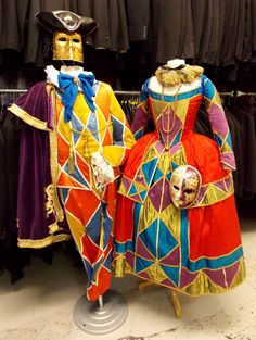 No carnival would be complete without a Harlequin and his Columbine! Venetian Costumes, Masquerade Costumes, Venetian Masks, Carnival Costumes, Diy Costumes, Carnival Of Venice, Fantasy Costumes, Classic Outfits, Cosplay