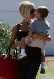 Victoria Beckham is one hot mom. Love her bob in this picture!