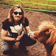 Gil mit seinem Sohn Leo.