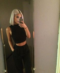 Short Black Hairstyles for Round Faces – Black short hairstyle for round face not only for black people, only they are representing their nation's hairstyles from which they are known in other. Brown Blonde Hair, Short Blonde, Short Platinum Blonde Hair, Platinum Bob, Hair Inspo, Hair Inspiration, New Hair, Your Hair, Pinterest Hair