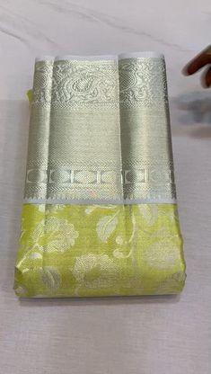 Gold Silk Saree, Kanjivaram Sarees Silk, Soft Silk Sarees, Organza Saree, South Indian Wedding Saree, Indian Bridal Sarees, Wedding Silk Saree, Wedding Saree Blouse Designs, Silk Saree Blouse Designs