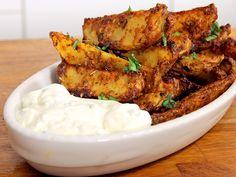Parmesan-Knoblauch-Kartoffelecken - deftige Beilage oder leckerer Snack. Über 49 Bewertungen und für lecker befunden. Mit ► Portionsrechner ► Kochbuch ► Video-Tipps!