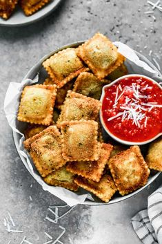 Warm and crispy Toasted Ravioli made from frozen raviolis dipped in egg and breadcrumbs, fried, and served with marinara sauce for dunking. Yummy Pasta Recipes, Crockpot Recipes, Snack Recipes, Cooking Recipes, Yummy Food, Snacks, Tasty, Tostadas, Toasted Ravioli