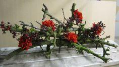 Mooie+bloemstuk+gemaakt+met+takken.Meerdere+decoratietakken+verkrijgbaar+op+webshop+decoratietakken.