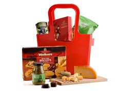 Celebrate a joyous occassion or a romantic moment with this fine Koziol designer bag 'Taschelino' filled to the brim with delicacies such as Reypenaer cheese, Godiva chocolates, black olives, Scottisch biscuits and Jamie Oliver penne and pesto. A splendid assortment and a great original gift.