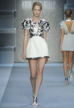 Karl Lagerfeld - modern and beautiful!