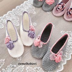 """Instagram'da EMEL HOBİ EVİ: """"Selam 🙋♀️ İyi haftalar 🤗 Hemen teslim 37 numara iki çift patığim mevcut 😊 Bilgi için lütfen DM . . . #knit #crochetpattern #kahve #sunum…"""" Knitted Booties, Crochet Boots, Crochet Shirt, Knitted Slippers, Knit Crochet, Crochet Socks Pattern, Knitting Patterns, Crochet Patterns, Diy Crafts Crochet"""