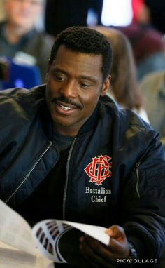Eamonn walker plays Chief Boden on Chicago Fire