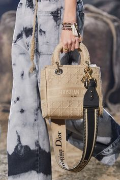 The complete Christian Dior Spring 2020 Ready-to-Wear fashion show now on Vogue Runway. Dior Handbags, Cute Handbags, Cheap Handbags, Burberry Handbags, Handbags Michael Kors, Fashion Handbags, Purses And Handbags, Fashion Bags, Cheap Purses