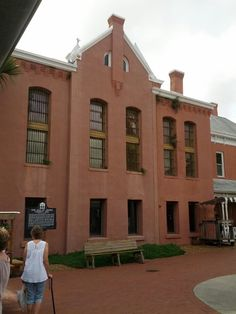 Old Jail Museum in St. Augustine, FL - free parking for trolley tour