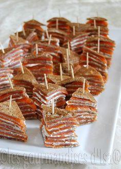 Une bonne idée qui nous change du traditionnel bagel (bon aussi) : MILLE-FEUILLES DE GALETTES DE SARRASIN ET SAUMON FUMÉ