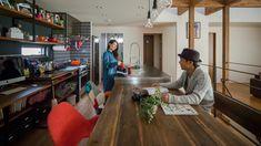 木のテーブルとステンレスキッチンの組み合わせで生まれたおしゃれな空間 #ルポハウス #設計事務所 #工務店 #設計士 #注文住宅 #デザイン住宅 #自由設計 #マイホーム #お家 #新築 #家づくり #間取り #施工事例 #滋賀 #おしゃれな家 #インテリア #カフェスタイル #ダイニング #キッチン