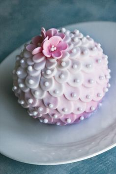 Bauble cake By EmmaleeDesign on CakeCentral.com