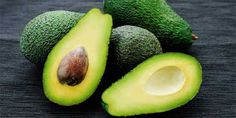 Avocado isn't your typical fruit as it is high in fat rather than carbohydrates. But don't let that deter you from enjoying it as it can still offer heart health benefits, including lowering your cholesterol. Healthy Fats, Healthy Snacks, Healthy Eating, Healthy Life, Healthy Beauty, Healthy Weight, Avocado Superfood, Virus Del Herpes Simple, Équilibrer Les Hormones