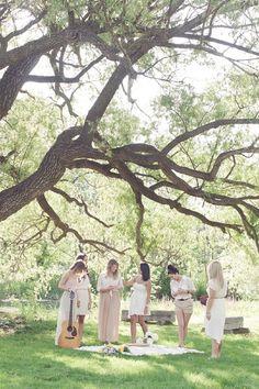 bloved-uk-wedding-blog-styled-shoot-under-the-willow-tree-stylish-afternoon-picnic-celebrating-friendship-little-alexa-photography (1)