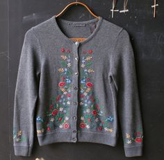 Vintage Cardigan Sweater Gray Floral Embroidery 80s by nowvintage