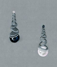 """2013 International Pearl Design Contest Winner by Hsiao Ching Lee- """"Lunar Eclipse"""" by Hsiao Ching Lee (Taipei City, Taiwan) won the Orient Award"""