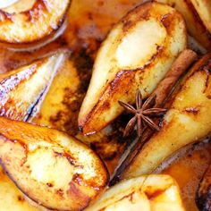 Easy recipe for roasted pears with butter, white wine and spices. Roasting pears is simple and your kitchen will smell unbelievable while you do it. Ayurveda, Ayurvedic Diet, Ayurvedic Recipes, Pear Recipes, Diet Recipes, Dessert Recipes, Cooking Recipes, Healthy Recipes, Healthy Desserts