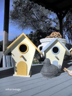 Los Mundos de Nika Vintage: Casas hand made, modelo Cream.  http://www.artesanum.com/artesania-casita_de_pajaros_decorativa_handmade_modelo_cream-195847.html