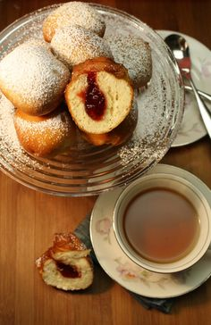 Berliner Donuts! These yummy, jelly filled donuts are a classic German treat! #food #donuts #germany #berliner