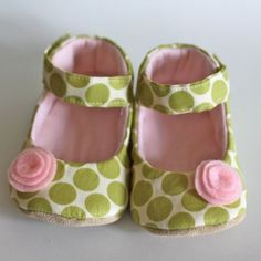 These Mary Janes are the sweetest thing ever! Amy Butlers green polka dot fabric with a pink felt flower on the toe to make these super feminine. All shoes have a padded and flexible faux leather sole that will keep little feet comfortable. Larger sizes available with real leather sole for additional charge, please convo me first. (Real leather sole is recommended for walkers)    Please note in message to seller which size you would like.    **Please allow one week from receipt of payment…