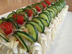 Liian hyvää: Voileipäkakkurulla tonnikalasta Cucumber Cream Cheese Sandwiches, French Toast Waffles, Charcuterie, Free Food, Zucchini, Pizza, Fruit, Vegetables, Ethnic Recipes