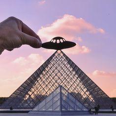Louvre et OVNI