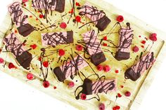 🍃💗 Vegan or Plant-based diets get a bad rep for being boring and tasteless. We have loads of delicious plant-based recipes to help you through! Check out these Raspberry Ripple bars by Madeleine Shaw Raspberry Bars, Raspberry Ripple, Vegan Snacks, Healthy Snacks, Healthy Recipes, Plant Based Diet, Plant Based Recipes, Madeleine Shaw Recipes, Food Reviews