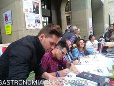Esta tarde en la Feria del Libro en Zaragoza viendo a mis compañeros de La Bascula-Aragon TV