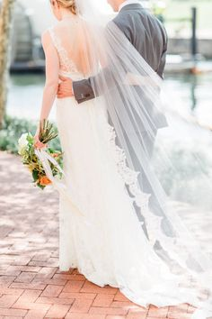 Lace-tipped veil: http://www.stylemepretty.com/maryland-weddings/baltimore/2015/11/12/casually-elegant-hometown-wedding-in-baltimore/ | Photography: Caroline Tran - http://carolineloganphotography.com/
