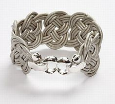 11098 A Braided Leather Bracelet tutorial. Nice site :)