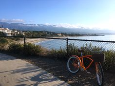 Santa Barbara vacation tips -- where to stay, things to do, art and architecture tours, savvy tips for enjoying your visit to the California coast -- We road up the the coast on this cruiser bike free for guests of @HotelIndigo #santabarbara #california #sponsored #hotelindigo #colorofdiscovery