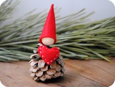 Valentine gnome with a big heart. Crafting with Pinecones. Pine cone craft inspiration and ideas.