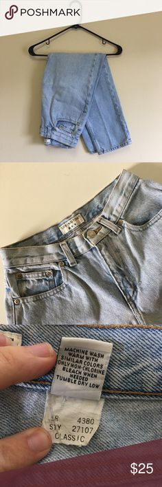 "•Vintage• Mom Jeans Covington high waisted mom jeans! High rise, 25"" inseam. Size 4p or 27. Good condition, few stains as pictured. Quality light wash, heavy weight denim! Bundle and save or make an offer!!! Vintage Jeans"