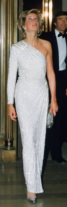 November 11, 1985: Prince Charles & Princess Diana at a gala dinner at the National Gallery of Art in Washington, DC.