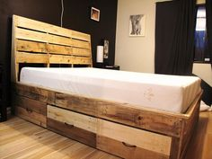 10 Beautiful And Comfortable Reclaimed Pallet Bed | Pallets Designs