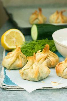 filo parcels with tzatziki Greek filo parcels - cute little easy-to-make pastry parcels stuffed with spinach and feta cheese.Greek filo parcels - cute little easy-to-make pastry parcels stuffed with spinach and feta cheese. Pastry Recipes, Chef Recipes, Greek Recipes, Vegetarian Recipes, Savoury Recipes, Vegetarian Cheese, Filo Pastry, Savory Pastry, Choux Pastry
