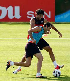 El delantero brasileño regresa a los entrenamientos con el resto del grupo tras la lesión que sufrió en el tobillo derecho durante el 'stage' en Los Ángeles de San Rafael (22/08/2012).